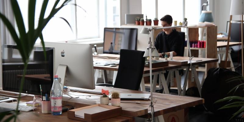 Start-ups: So richtest du den perfekten Bildschirmarbeitsplatz ein